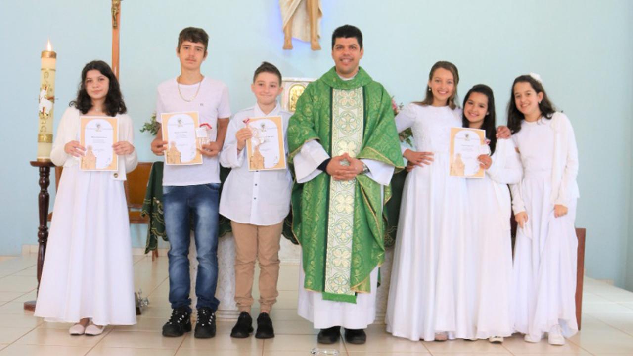 Primeira Comunhão das Capelas Divino Espírito Santo e São José Operário